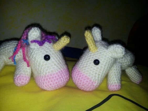 Unicornios... uno de ellos sin melena aun