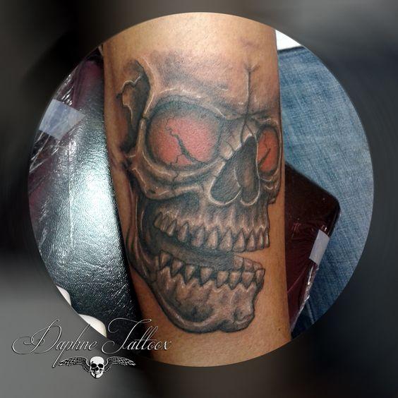 Tatuaje craneo a mano alzada Freehand skull tattoo