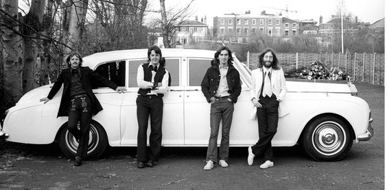 The Beatles : amazing shot with their Rolls Royce.