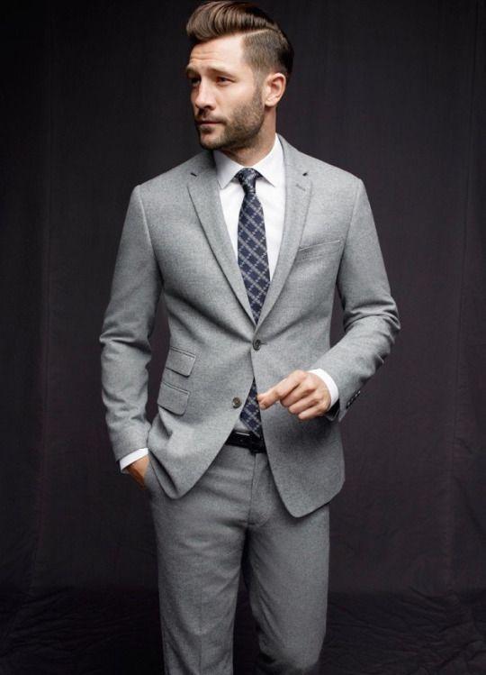 Costume gris clair chemise blanche cravate bleue 224 motifs gris