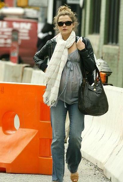 cute pregnant keri russell
