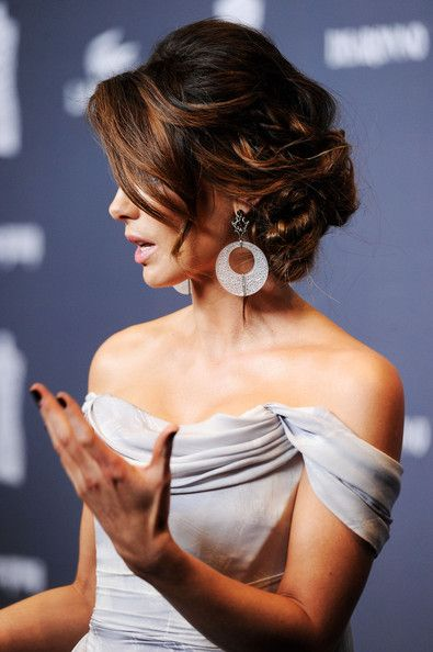 Kate Beckinsale     Front: http://www.stylebistro.com/lookbook/Kate+Beckinsale/Updos  Side: http://www.yournextjewelry.com/2012/02/red-carpet-jewelry-report-kate-beckinsales-brilliant-statement-earrings-bochic/