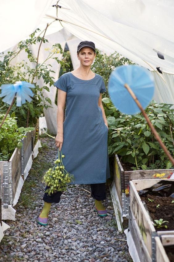 Gudrun Sjödéns Sommerkollektion 2014 - Die gepunkteten Schuhe sind ein schönes Modell im Ballerinastil und sind aufgrund ihrer Bequemlichkeit ideal für die Gartenarbeit geeignet.