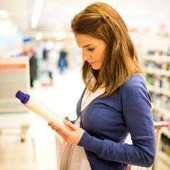Les adolescentes peuvent être particulièrement à risque, car elles sont dans une période de développement reproductif rapide, et les recherches suggèrent qu'elles utilisent plus de produits d'hygiène et de beauté tous les jours que la moyenne des femmes adultes... http://www.psychomedia.qc.ca/sante/2016-03-13/choisir-cosmetiques-moins-toxiques