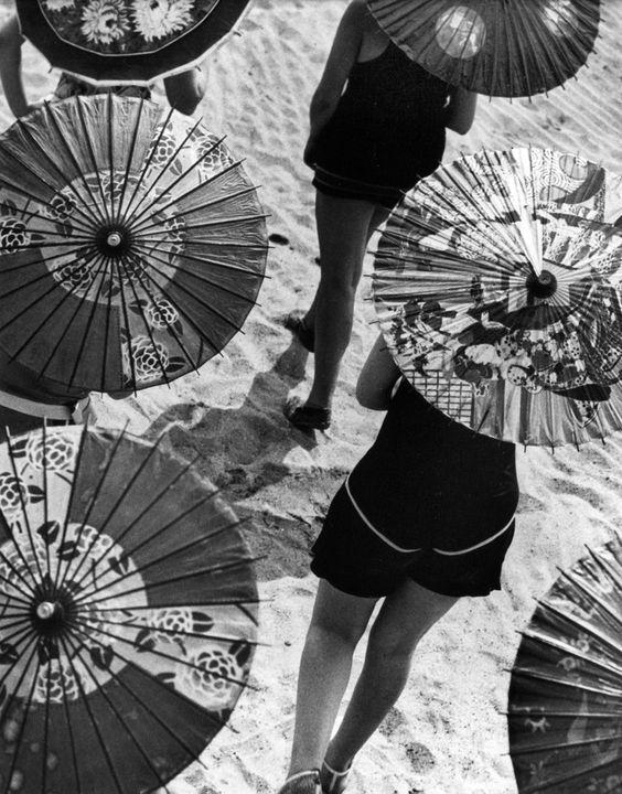 1929. Bathing Beauties. Photo by Martin Munkacsi (B1886-D1963)