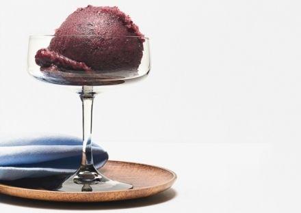 GELATO AI MIRTILLI - www.iopreparo.com: è ideale per una fresca merenda estiva o come  base per semifreddo. Si consiglia l'uso dei mirtilli freschi. Non si deve necessariamente avere una gelatiera per preparare questo delizioso gelato.