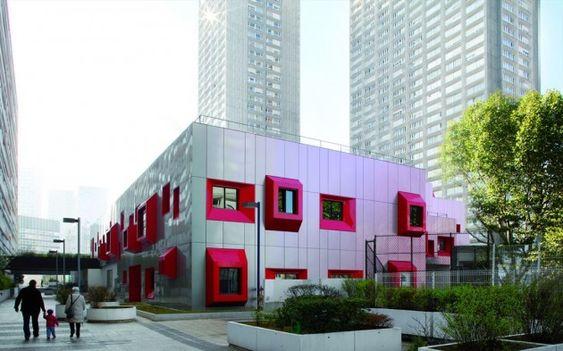 Eva Samuel Architects and Associates designed this school in Paris, France. Contemporist