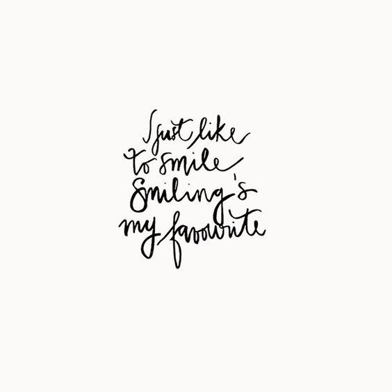 """""""I just like to smile. Smiling's my favorite"""" (Buddy - Elf)  amo essa frase e amo esse filme ❤️ Quem fez essa caligrafia fofa com uma das minhas frases favoritas do filme Elf foi a @beta_stories (obrigada, chuchu). Quem aí tá sorrindo agora?"""