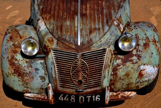Citroën 2cv. Needs some TLC ...