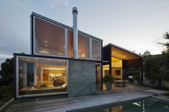 The Birkenhead Point House by Crosson Clarke Carnachan Architects is a stunning glass house that sits on a hill above the Auckland, New Zealand inner harbour and offers breathtaking panoramic views