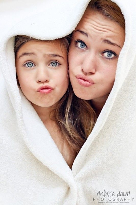 Show off your best kissy faces. | 31 Impossibly Sweet Mother-Daughter Photo Ideas Could be cute with a younger sister :D: