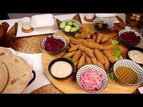 فطور نباتي بامتياز الفلافل بالاعشاب بطريقة الكفتة الخبز العربي صلصلة نباتية شوربة العدس والقرع Youtube Food Cheese Board Cheese