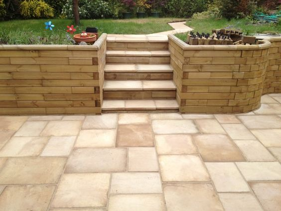 Curved retaining wall with steps for Curved garden wall ideas