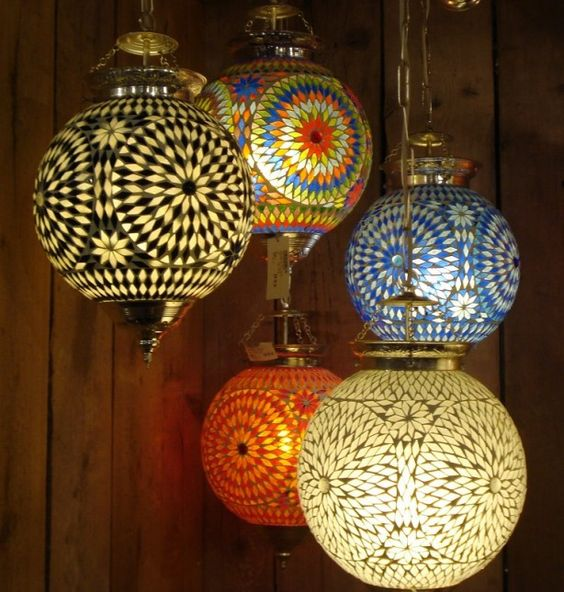 Love these Arabic lamps..