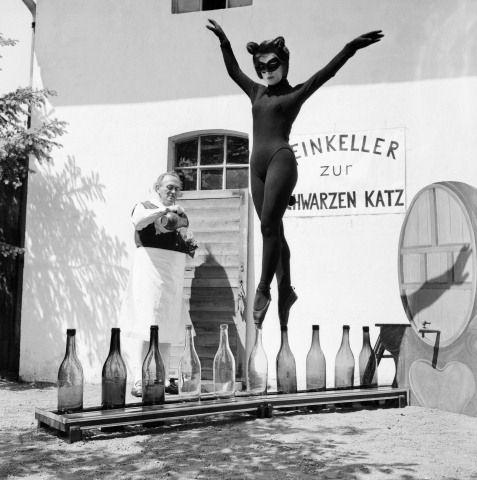 Noir & Blanc Cat Woman