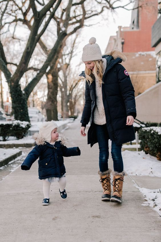 15 tips for surviving Winter in Chicago. I know. The only thing I've been talking about lately is the weather, and nearly everyone in this country is experiencing bad weather at the moment. BUT… Mitch snapped a few really adorable photos on our way home from daycare the other day, and I thought I'd write a post about how to survive a Chicago winter to accompany them. ;) #Winter #Chicago