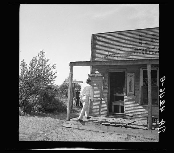 Grocery store in mining community. Cherokee County, Kansas 1936