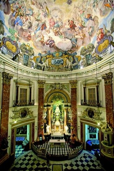 Basilica de la Virgen de los Desamparados.Valencia, España.