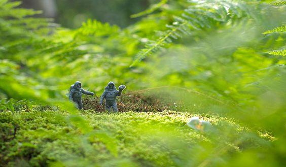 http://mail.yimg.com/nq/assets/micro2/v47/img/spacemen-opt-1600.jpg by JJ San on flikr