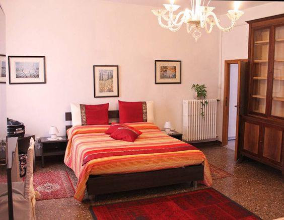"""Bed & Breakfast in Venice, Italy. Angelo Venice B&B, sorge su un palazzo risalente dal 1500. Le nostre camere, dotate di tutti i comfort sorgono proprio sopra al """"Rio de la Madoneta"""" offrendo un ottima vista dall' alto, e un panorama bellissimo, a due passi da Rialto e S. Marco.  ..."""