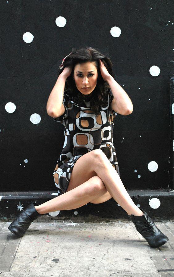 Fotografía: Belen Gonzalez/ Modelo: Natalia Paola Baldino Vecchione/ Maquillaje y peinados: Gonzalez Vecchione Estilistas/ Diseño de Moda: María Hoiak para Puentes de Hidrógeno Indumentaria