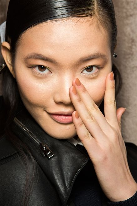 Gold metallic eyeshadow and nude nails at ZAC POSEN AW2015 Makeup Beauty FACES Runway www.faces.ch/runway