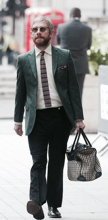 Look at this stylin Martin Freeman with his awesome man purse