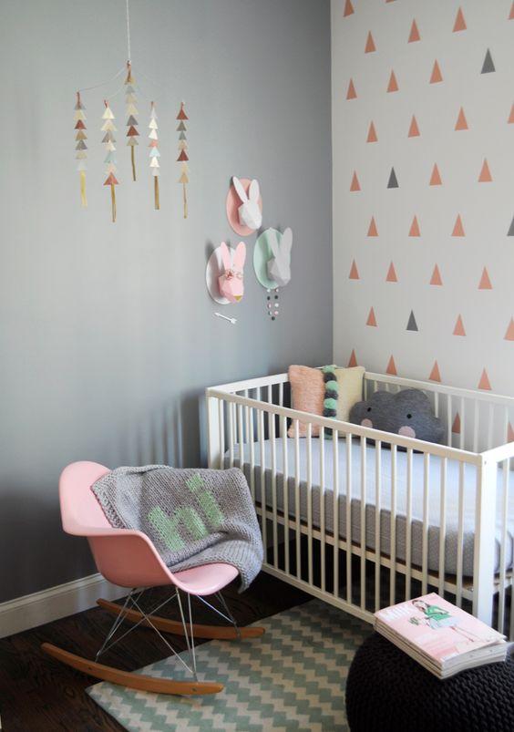 chambre de bébé avec trophées lapins