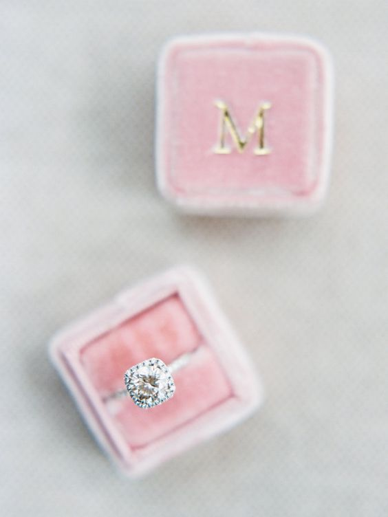 Halo engagement ring + pink Mrs. box: Choosing an #engagementring for the one you love :