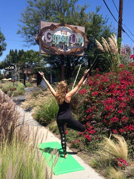 teeki yoga pants and manduka mat #travelinbee
