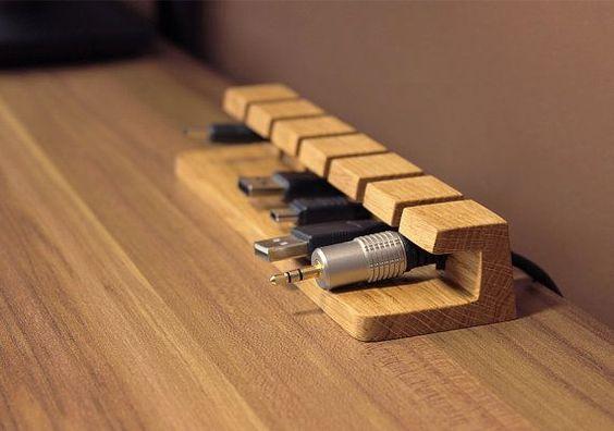 Câble en bois et chargeur organisateur – gestion des câbles pour les cordons d'alimentation et les câbles de charge on Etsy, 23,20€