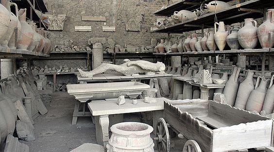 """Uma cidade, um vulcão e uma tragédia ainda no século 1 são os ingredientes de um dos destinos mais visitados da Itália. Confira essa matéria sobre Pompeia, que foi soterrada pelo Vesúvio em 79 d.C. e """"redescoberta"""" em 1748 (foto: Rory Haddon)"""