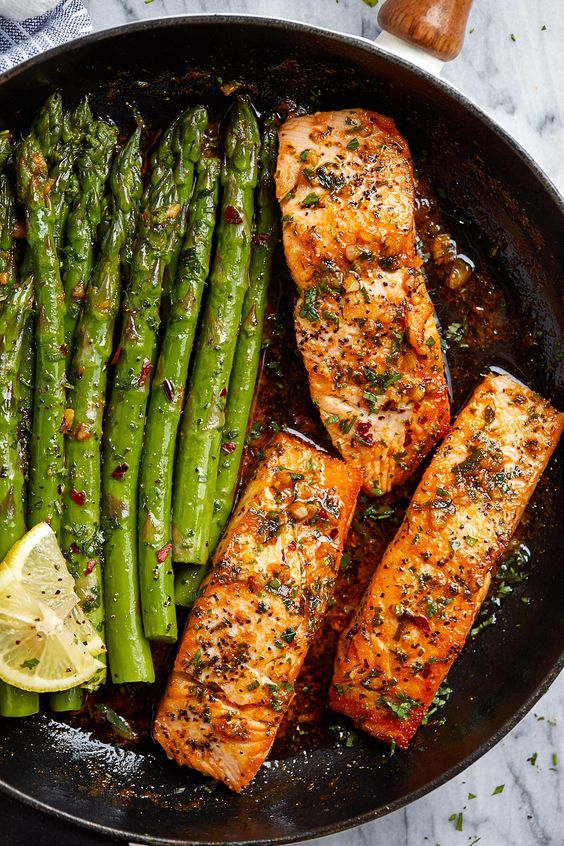 Garlic Butter Salmon with Lemon Asparagus Skillet - #salmon #asparagus #keto #recipe #eatwell101 - Healthy, tasty, simple and quick to cook, this salmon and asparagus recipe will have you enjoy a delicious and nutritious dinner. - #recipe by #eatwell101