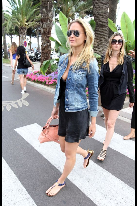 The simple little black dress with jean jacket and sandals ...