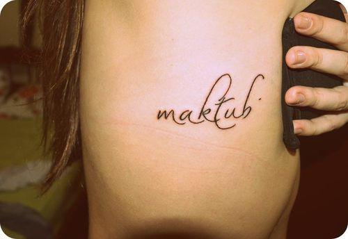 """MAKTUB significa """"estaba escrito"""" y quiere representar todo aquello que el hilo sutil del """"destino"""" conecta con nuestra vida, según el Plan Divino, y con nuestra Alma y el Divino Ser Supremo. Enseña al ser a descifrar y conocer el lenguaje de las Señales del Universo."""