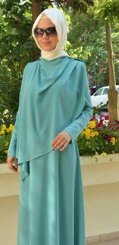 Perpaduan toska dan krem bisa tuk ke pesta tinggal ditambah blinky2 di hijabnya, da dress is soo cool