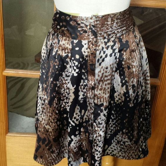 Suze 6 abstract print  knee skirt This skirt is super cute.. worn once.. not by me.. Machine washable.. Has a lining.   button front with slide closures at waist..Colors are cream browns grays.. waist measures 12in. Length is 22 1/2in.. Worthington Skirts Midi