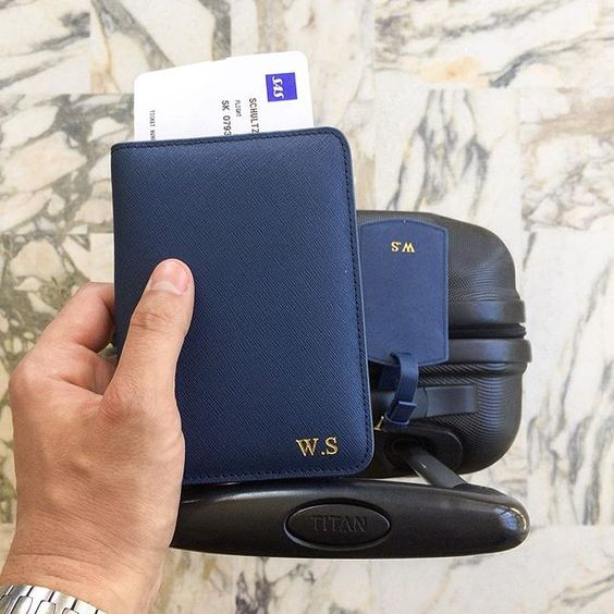 Finally! Get our travel tag and passport holder in navy blue at www.deriwe.com. You can also find the travel tag in brown and black ✈️ #Deriwe #personalization #traveltag #passportholder