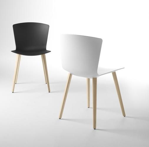 Chaise SLAM avec pieds en bois