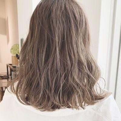 モテ重視 ミルクティーベージュは おフェロな魔法のヘアカラー 髪色 ミルクティー ミディアムヘア ミルクティーベージュ