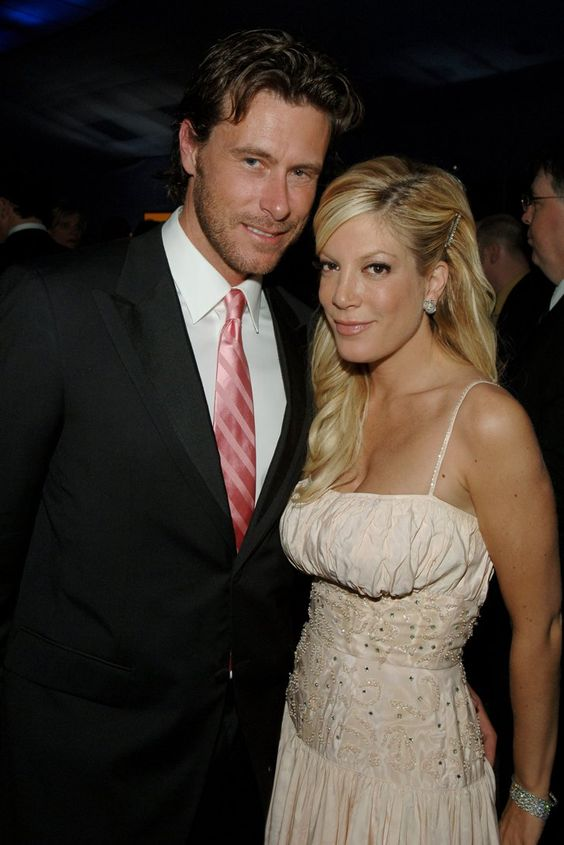Pin for Later: A Tori Spelling Time Warp 2006: She Married Dean McDermott and Starred in the Sitcom So Notorious