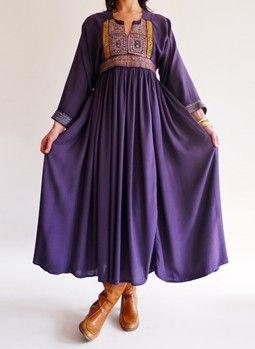 Indiaase hippie jurk, paars natuurlijk en uiteraard lompe laarzen eronder.