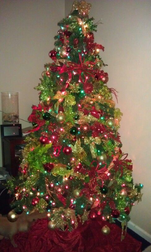 Gold christmas tree gold christmas and red green on pinterest for Green christmas tree red decorations