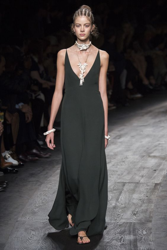 Valentino Spring 2016 Ready-to-Wear Fashion Show - Bara Podzimkova: