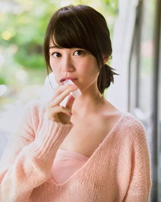 何か食べてるかわいい生田絵梨花