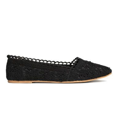 Ballet flats in lace. Fabric lining, fabric insoles, and rubber soles.