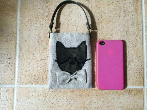 ネコちゃんがモチーフのリネンの携帯バッグです。ネコちゃんの眼はビーズで出来ています。|ハンドメイド、手作り、手仕事品の通販・販売・購入ならCreema。