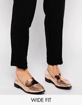 New Look – Flache Schuhe in Roségold-Metallic und breiter Passform
