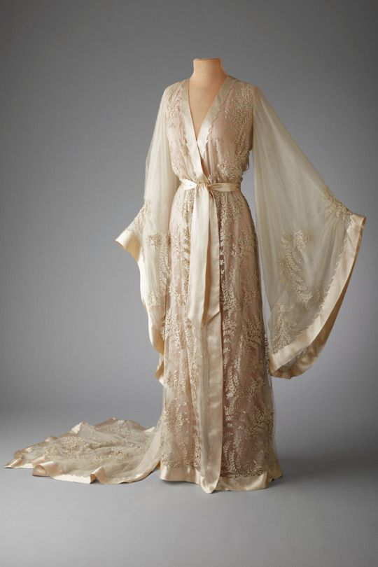 Kittyinva: 1918-21 c. negligee of silk organza tulle and silk. From the Marjorie Merriweather Post collection.