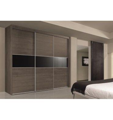Armario de tres puertas correderas con plaf n central en - Puertas de aluminio con cristal ...